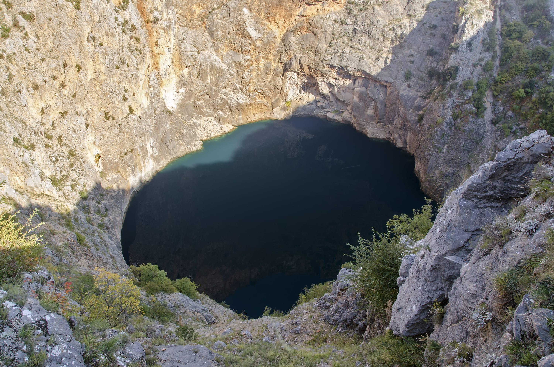 Der See in einen Einsturzdoline